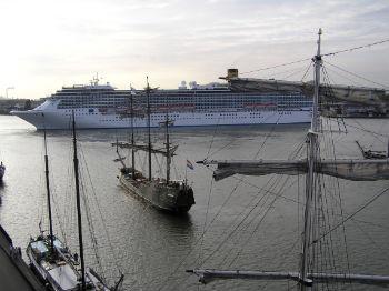 Cruisschepen op het IJ