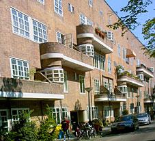 Amsterdam-Zuid, woningen Michel de Klerk aan de Vrijheidslaan